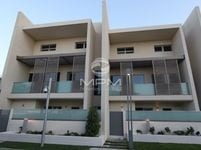 4 Bedrooms Villa in Al Muneera Townhouses-Island