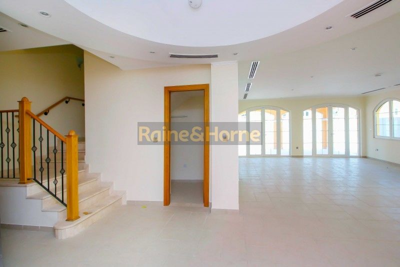 Sensational Viila 4 Beds with clear view of JLT Skyline