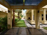 6 Bedroom Villa in Sector E