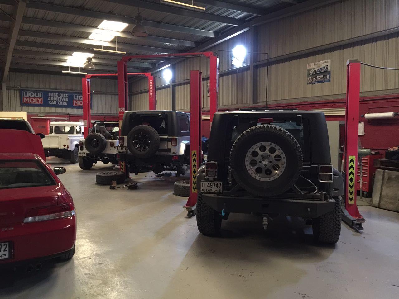 Al Qouz Industrial 3 Car Garage With Paint Room 3 800 Sq