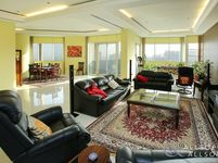 4 Bedroom Apartment in Lake Shore-photo @index