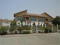 4 Bedroom Villa in Umm Suqeim-photo @index