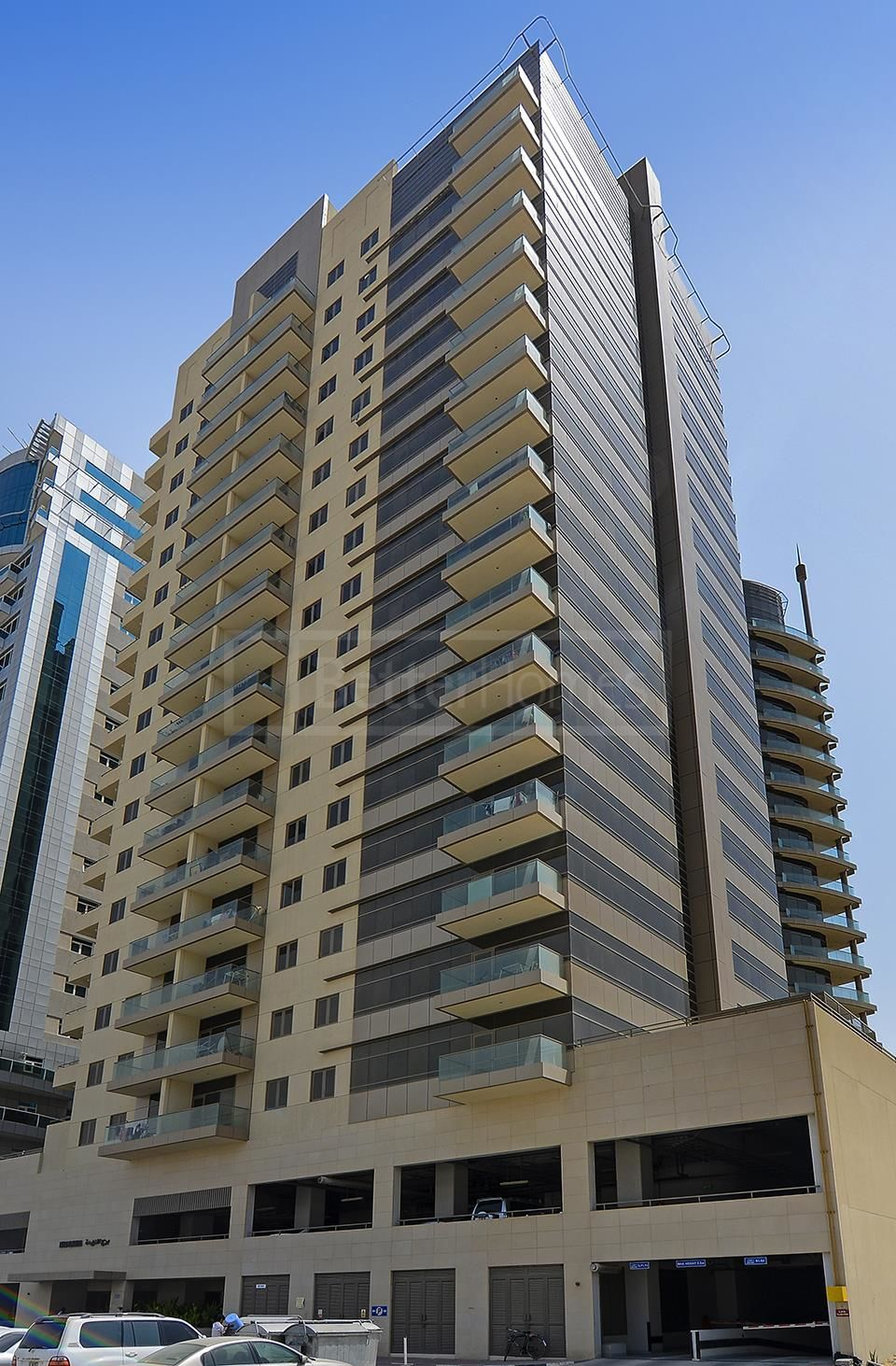 Spacious Apartment With Balcony In Burj Al Nahda