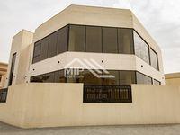 Commercial Villa Commercial in umm suqeim 1-photo @index